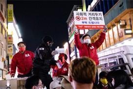 레드엔젤, 배우 김보성과 다시 대구 찾아 마스크와 손소독제 등 12만개 배포