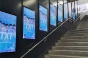 뮤빗, 앱 내 팬덤광고에 지하철 광고 기능 추가… 해외 팬들 앱으로 모금해 TXT 데뷔 1주년 축하